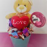 Cubo de Osito y chocolates